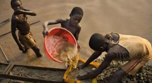Enfants-exploitant-l-or