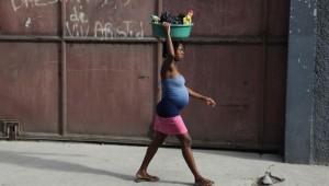 femme-enceinte-rue-port-au-