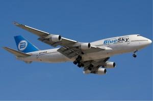 Blue_Sky_Boeing_747-400_KvW