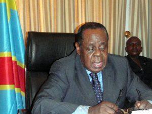 En avant-plan, Charles Mwando Nsimba en 2010