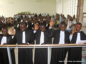 Prestation de serment des avocats stagiaires de barreau de la Gombe le 27/09/2011 au palais de justice à Kinshasa. Radio Okapi/ Ph. John Bompengo