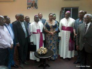 Les membres de la Conférence épiscopale nationale du Congo (CENCO) et ceux du Front pour le respect de la constitution, après leur entretien jeudi 5 janvier 2017 au siège du MLC à Kinshasa. Ph. Radio Okapi/Jacques Yves Molima.