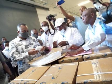 Les matériels de protection du personnel soignant remis aux hôpitaux